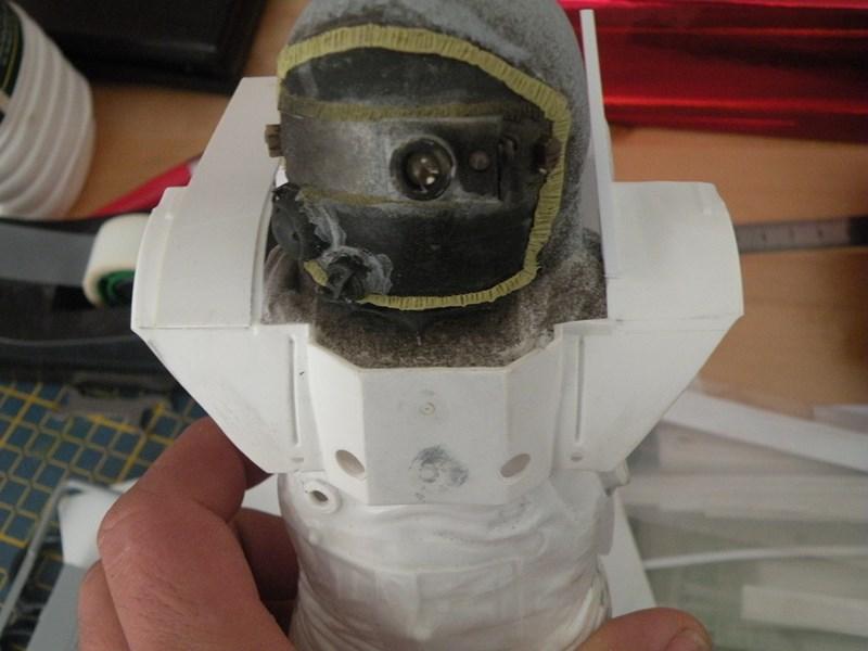 """astronaute APOLLO (revell 1:8)......modifié un petit peu....en version """"space marines"""" ! Dscn9926"""