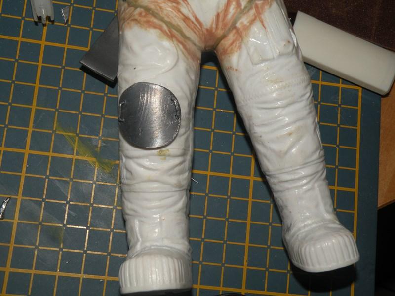 """astronaute APOLLO (revell 1:8)......modifié un petit peu....en version """"space marines"""" ! Dscn9936"""