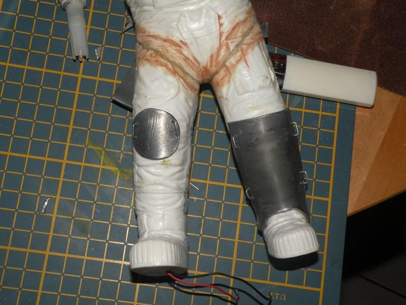 """astronaute APOLLO (revell 1:8)......modifié un petit peu....en version """"space marines"""" ! Dscn9937"""