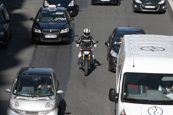 Alerte ! La chasse aux motards qui remontent les files est ouverte ! 2297_y10