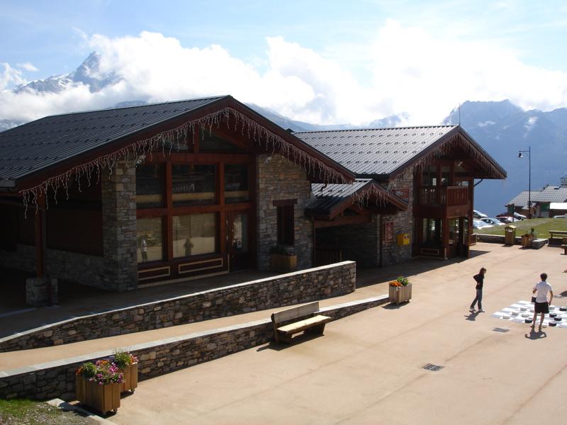 [LaRosière]Vaste programme de construction dans la station Dsc03465