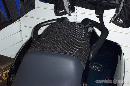 selle accessoire  anti glisse passager tous modèles de moto Tribos10