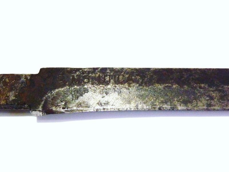 Le poignard USM3 (première partie complet) - Page 32 P1070213