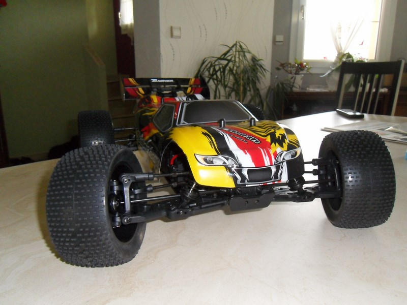 MON....Basher SaberTooth 1/8 Scale Truggy B-s-t_10