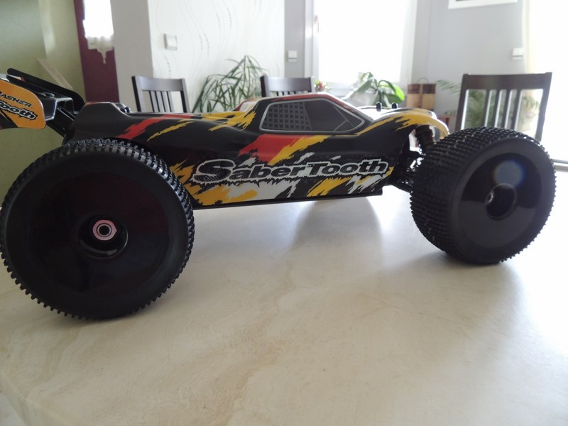 MON....Basher SaberTooth 1/8 Scale Truggy B-s-t_11