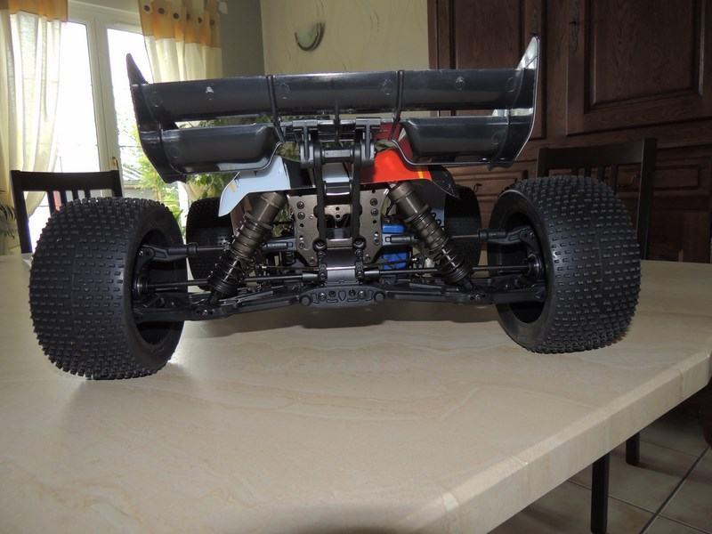 MON....Basher SaberTooth 1/8 Scale Truggy B-s-t_13