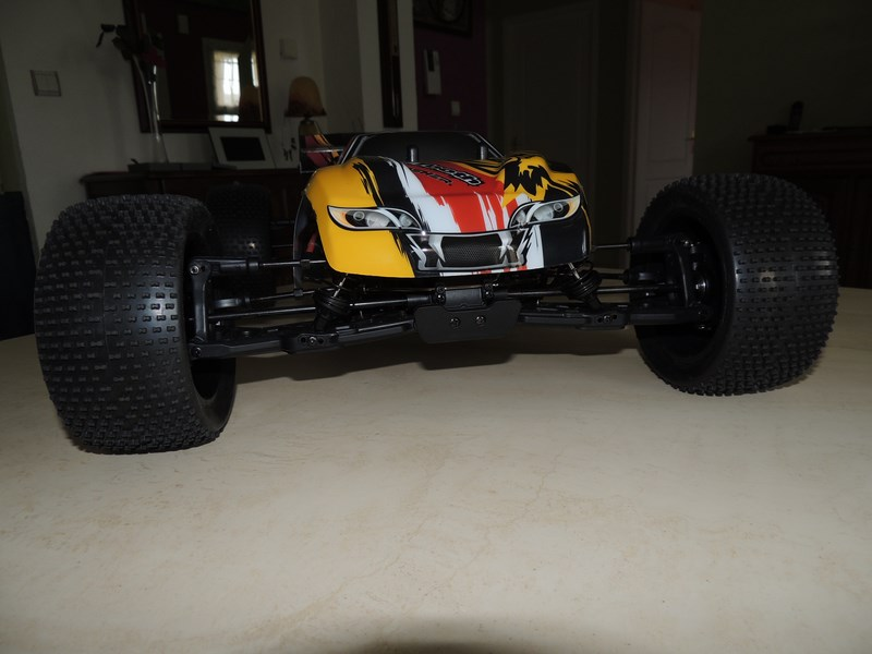 MON....Basher SaberTooth 1/8 Scale Truggy B-s-t_14