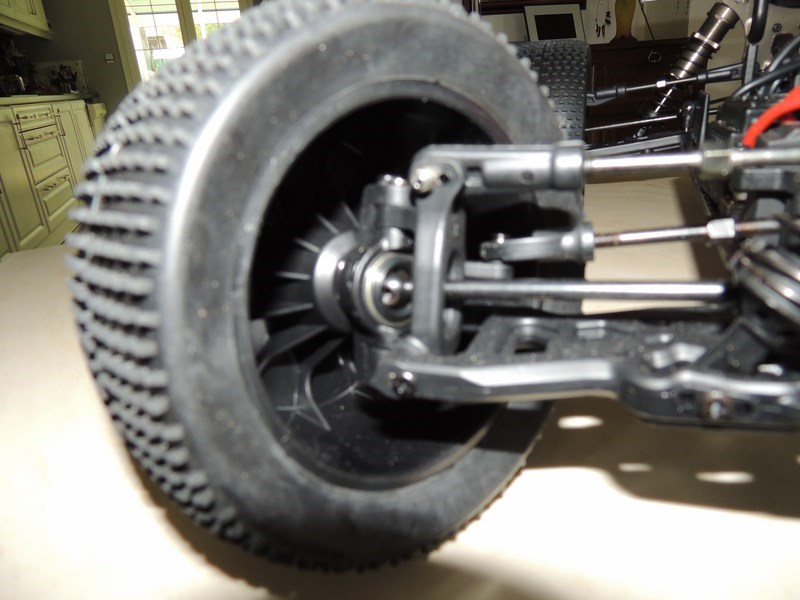 MON....Basher SaberTooth 1/8 Scale Truggy B-s-t_15