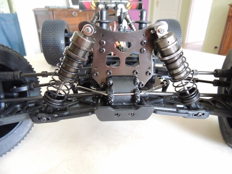 MON....Basher SaberTooth 1/8 Scale Truggy B-s-t_16