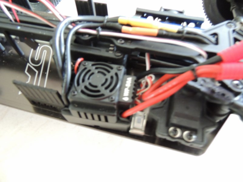 MON....Basher SaberTooth 1/8 Scale Truggy B-s-t_17