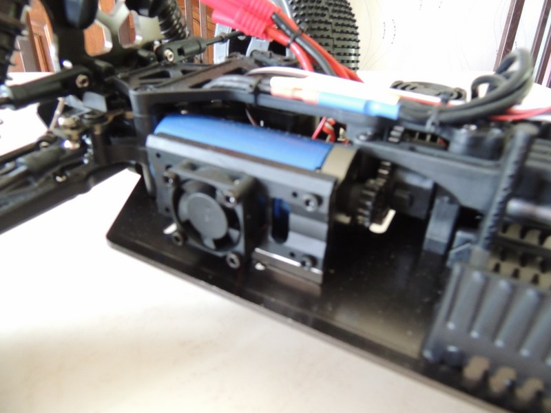 MON....Basher SaberTooth 1/8 Scale Truggy B-s-t_19