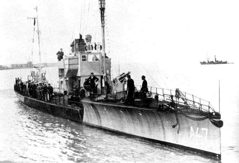 Patrouilleur côtier A6 - Page 2 A_4710