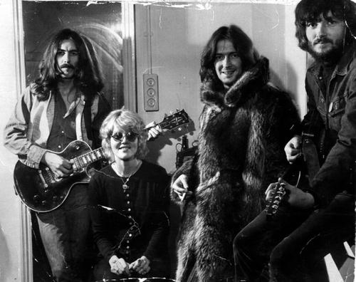 Les 1000 visages d'Eric Clapton - Page 6 Delane10