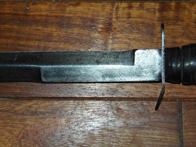 Le poignard USM3 (première partie complet) - Page 32 P1010014