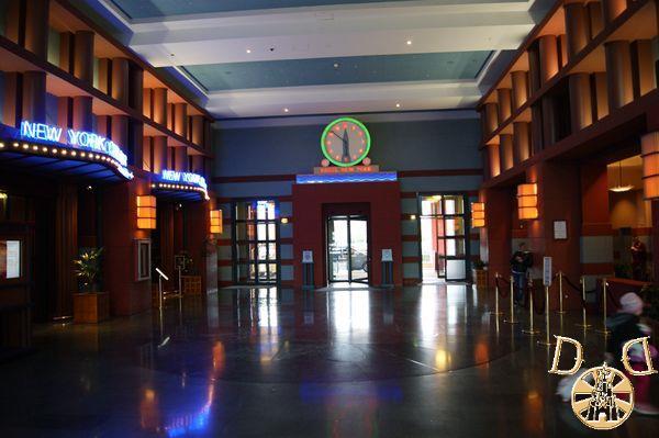 Disney's Hotel New York - Page 4 Dsc05639