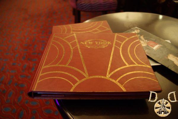 Disney's Hotel New York - Page 4 Dsc05641