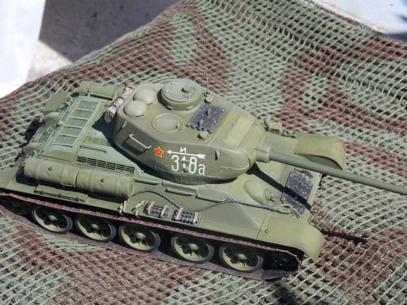 T34/85  bedsping armor  - Page 2 T34-8118