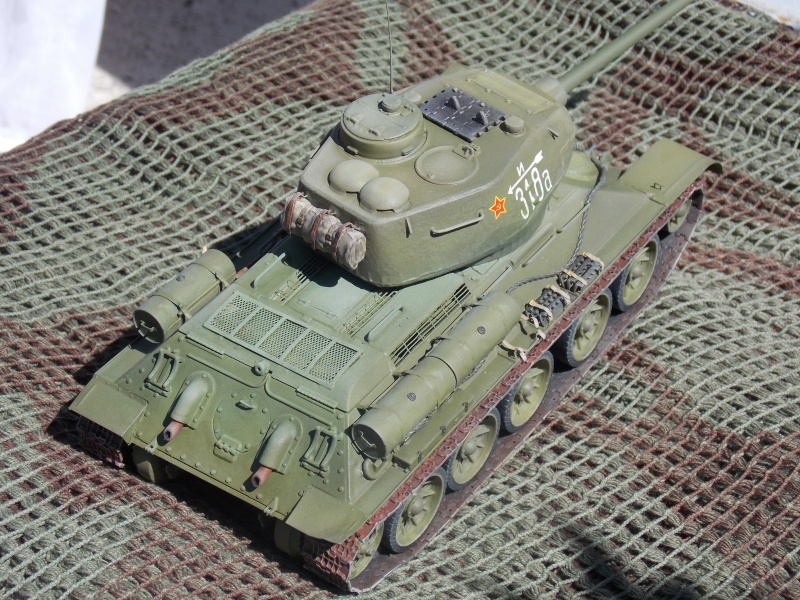 T34/85  bedsping armor  - Page 2 T34-8119