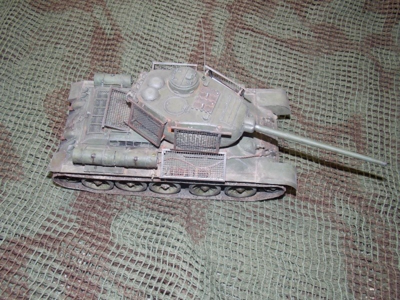 T34/85  bedsping armor  - Page 2 T34-8127