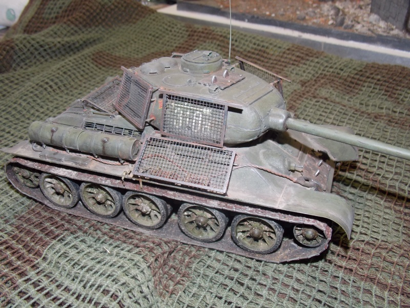 T34/85  bedsping armor  - Page 2 T34-8128