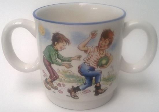 3079 Two handled childs mug. 2_hand10