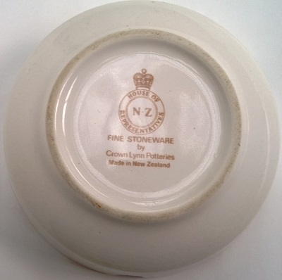 NZ House of Representatives Crown Lynn Dinnerware 3803_b10
