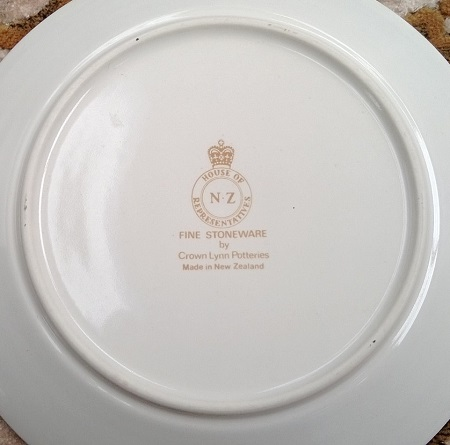 NZ House of Representatives Crown Lynn Dinnerware 4802_b10