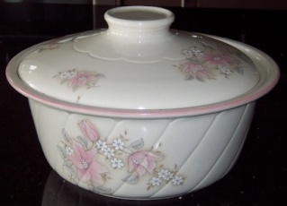 Tureens/Vegetable dishes/Casseroles 8646_b10
