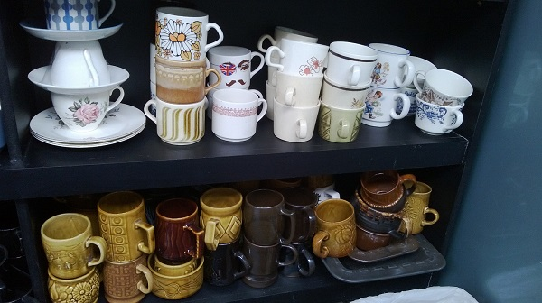 I only collect Crown Lynn cups for research purposes .... Cups_a10