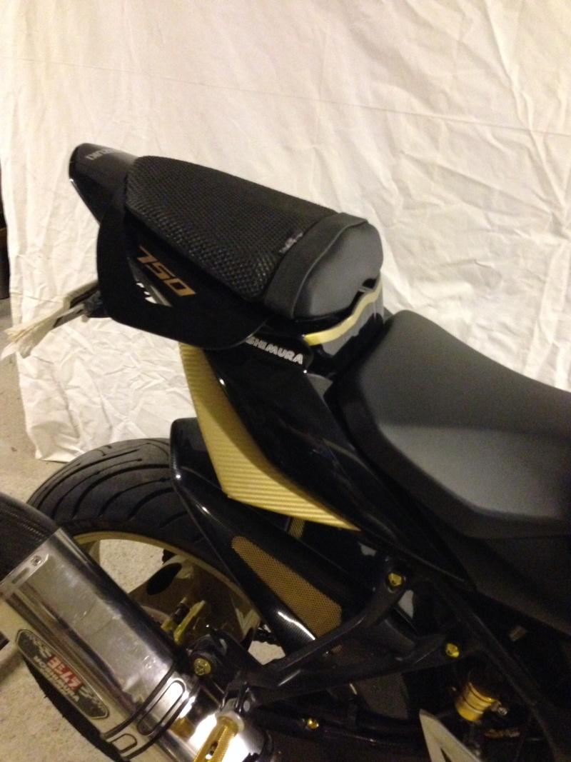 Nouvelle poignee passager pour toute les GSR 750 Image110