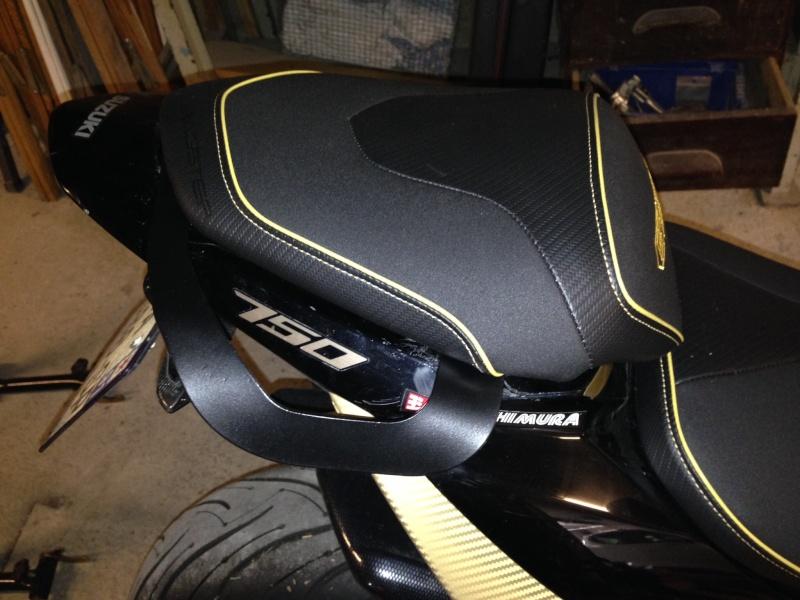 Nouvelle poignee passager pour toute les GSR 750 Image16