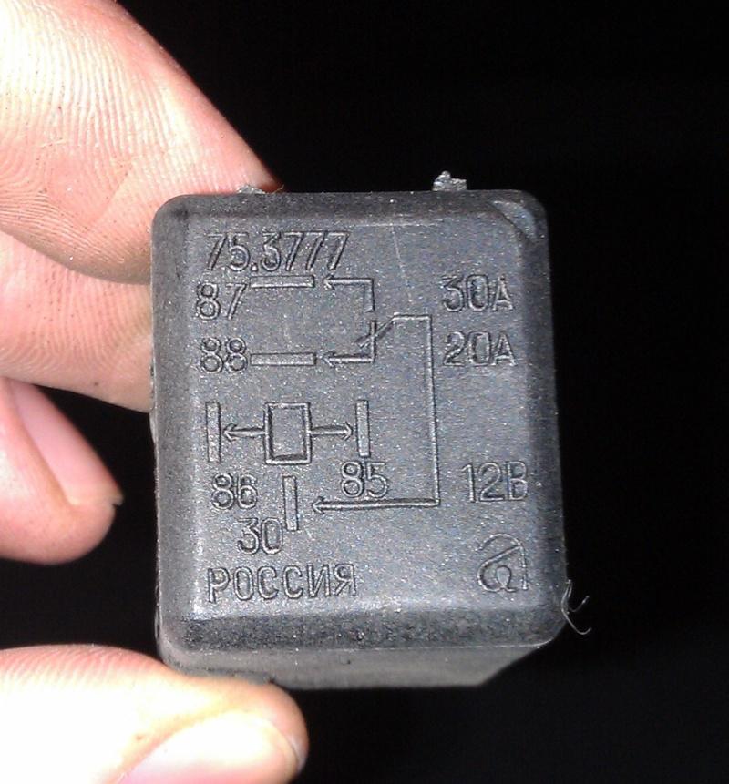 Изолируем  и  защищаем   блок  реле  и  разъёмов  в передней  части  левой  передней  колёсной  нише Imag0111