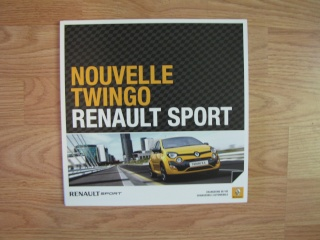 Brochures Twingo 1 et 2 au profit de l'association Img_1716