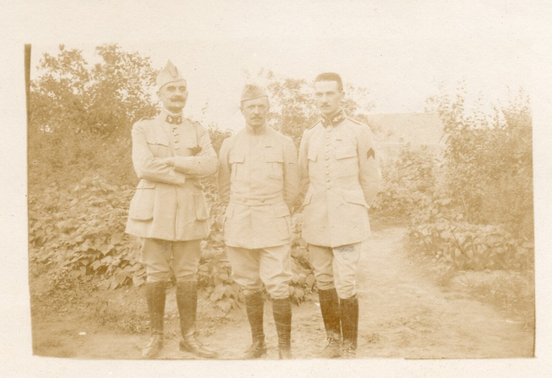 un uniforme de colonel Elemen10