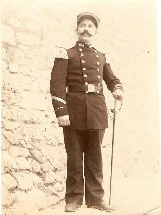un uniforme de colonel Secret10
