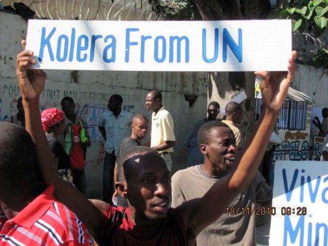 SHAKING FOR GOLD IN HAITI Kolera11