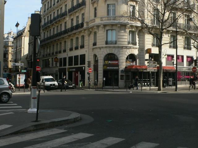 Pour la Pose d un plaque , sur l immeuble 2 Rue Drouot  P1100010