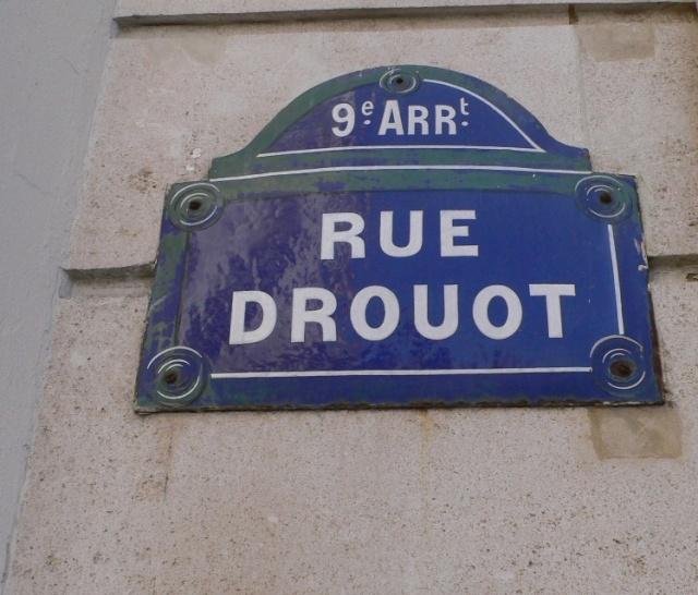 Pour la Pose d un plaque , sur l immeuble 2 Rue Drouot  P1100110