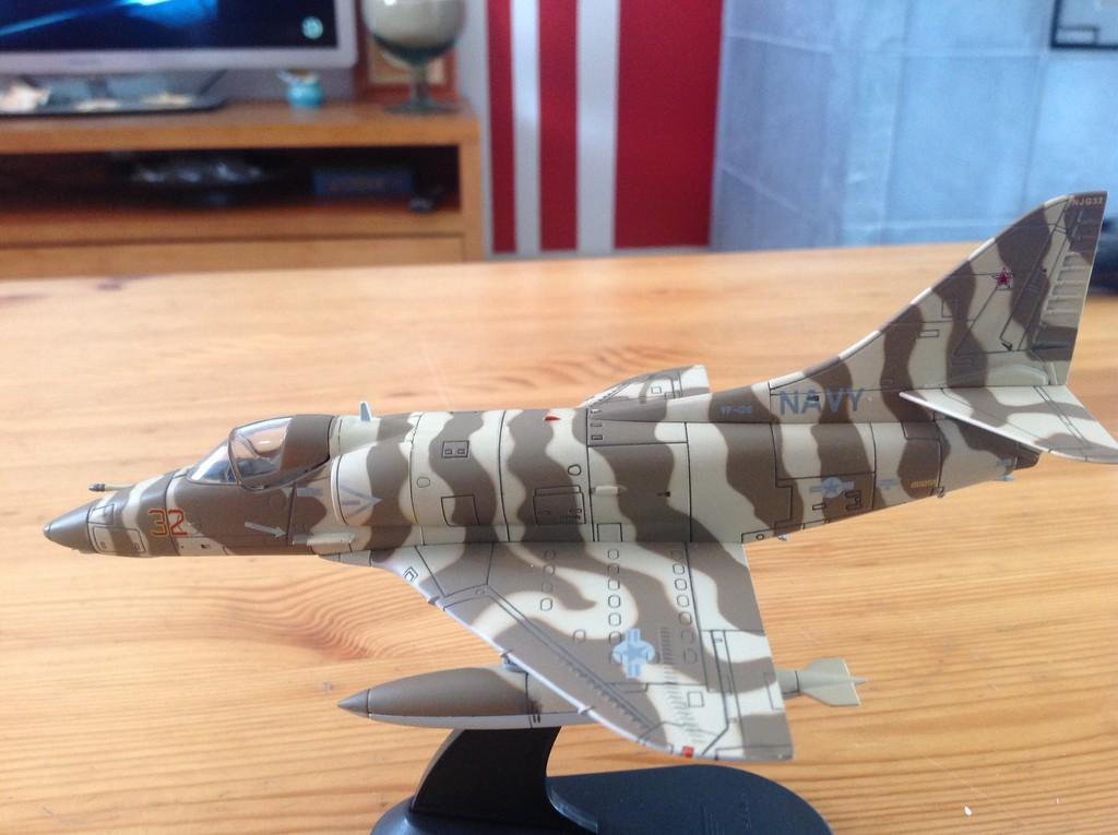 ma collection d'avions ... attention grosses photos, désolé dany ;) A4_top10