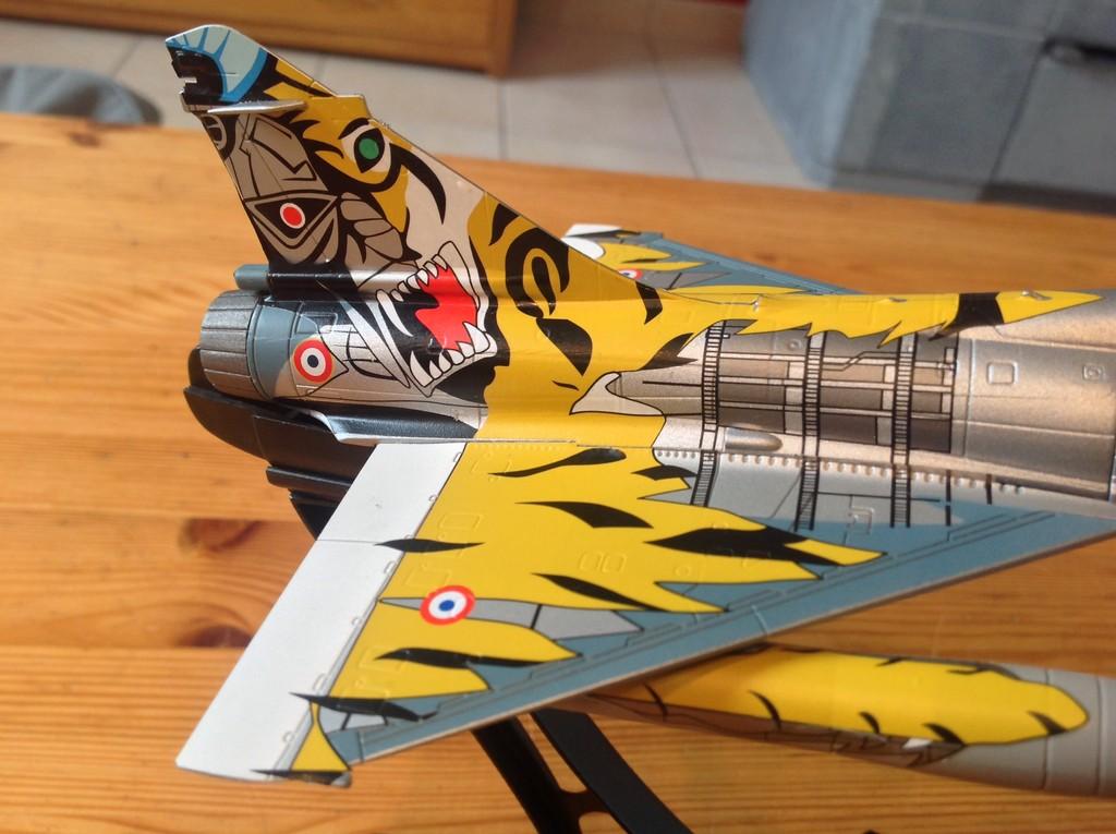 ma collection d'avions ... attention grosses photos, désolé dany ;) Mirage11