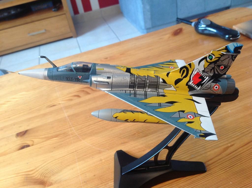 ma collection d'avions ... attention grosses photos, désolé dany ;) Mirage12