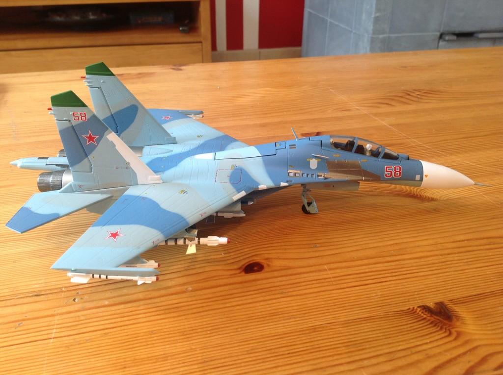 ma collection d'avions ... attention grosses photos, désolé dany ;) Su27_u11