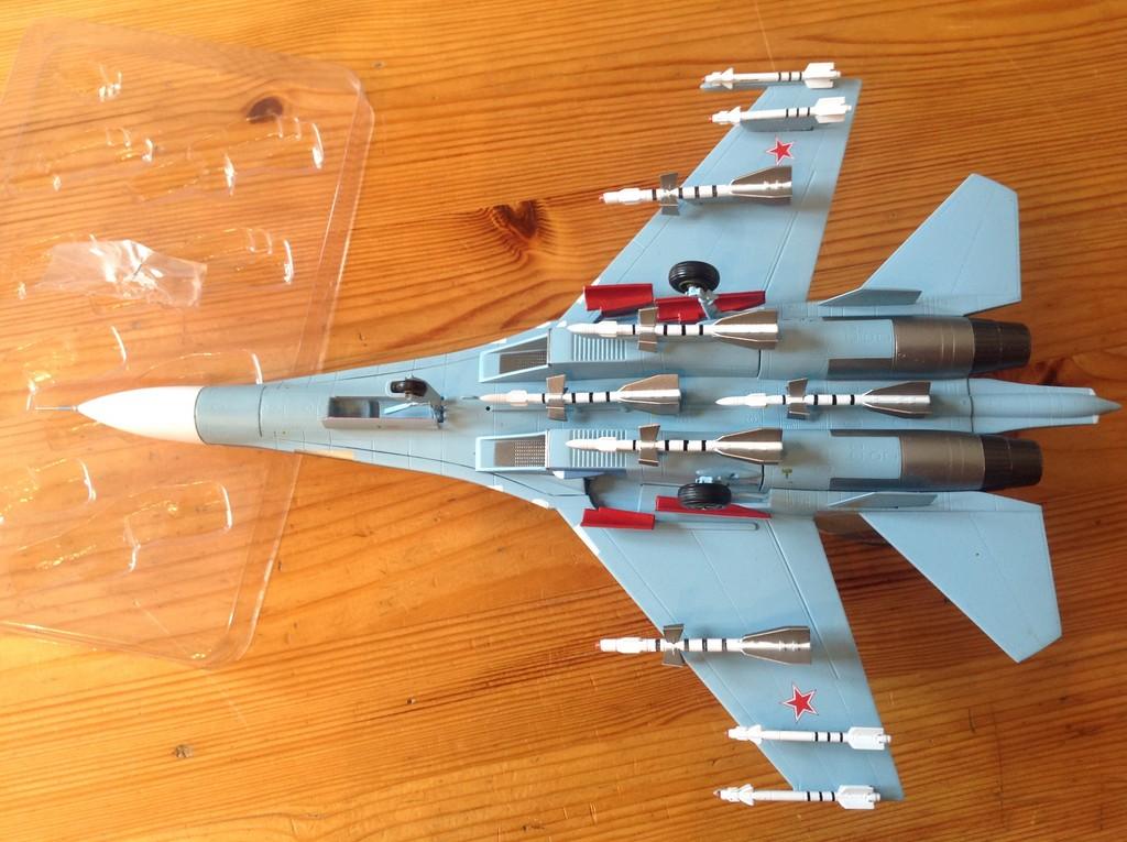 ma collection d'avions ... attention grosses photos, désolé dany ;) Su27_u12