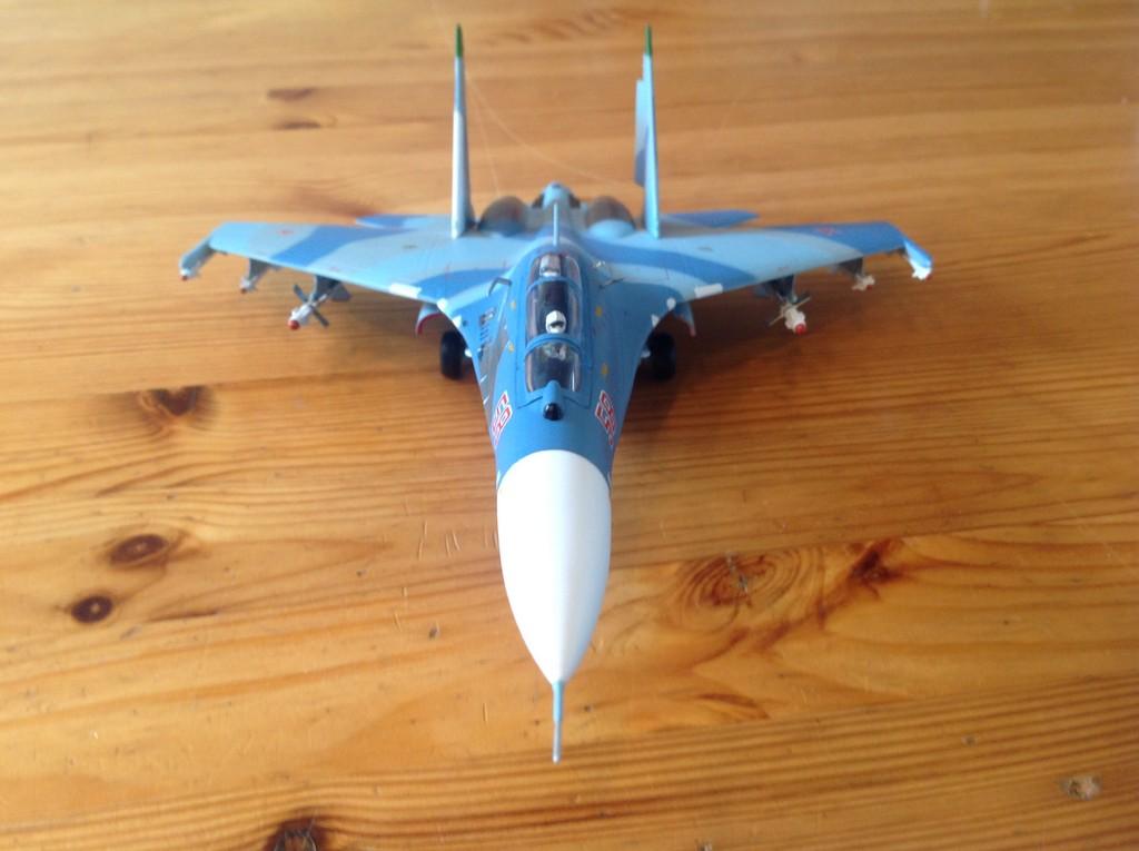ma collection d'avions ... attention grosses photos, désolé dany ;) Su27_u13