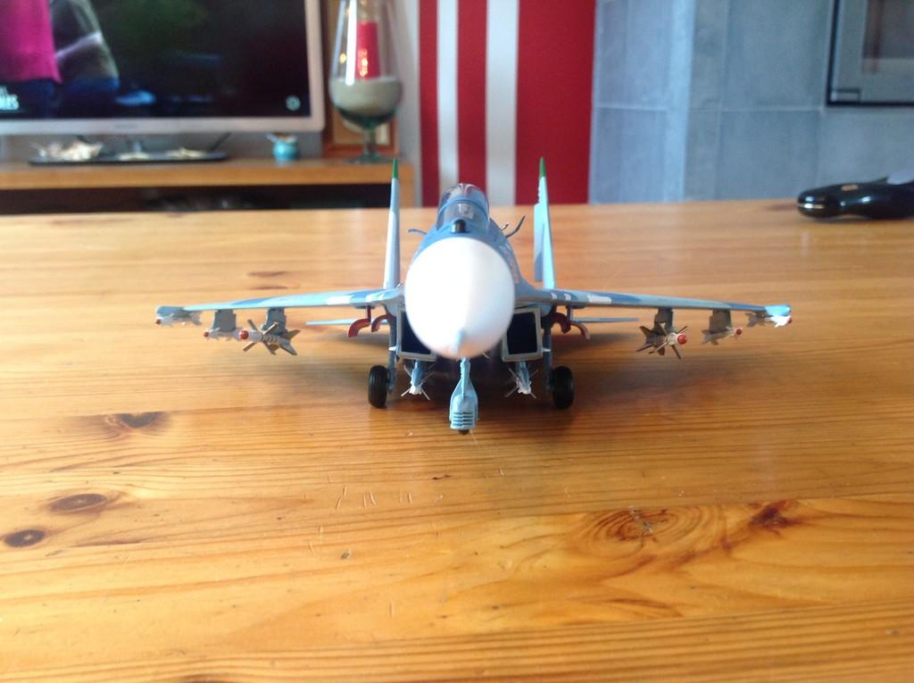 ma collection d'avions ... attention grosses photos, désolé dany ;) Su27_u14