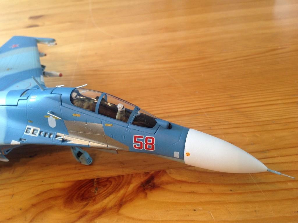 ma collection d'avions ... attention grosses photos, désolé dany ;) Su27_u15