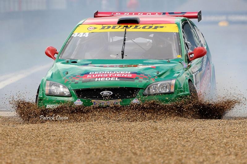 Photos spectaculaires de courses - Page 3 12790410