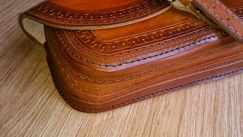 Fabrication d'une sacoche en cuir latéral pour sportster   Dsc_1115
