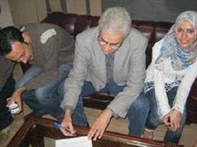 بالصور..حمدين صباحى يوقع على استمارة مرشح الثورة  74115210