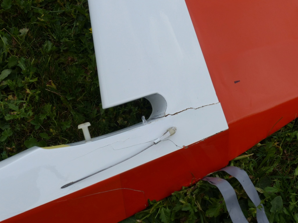 ASK 18 tout bois de 4m10 à réparer en l'état pour 230 Euros P1000010